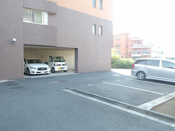 プレジール立川 205号室の駐車場