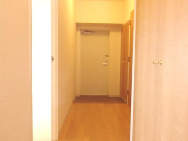 プレジール立川 205号室の玄関