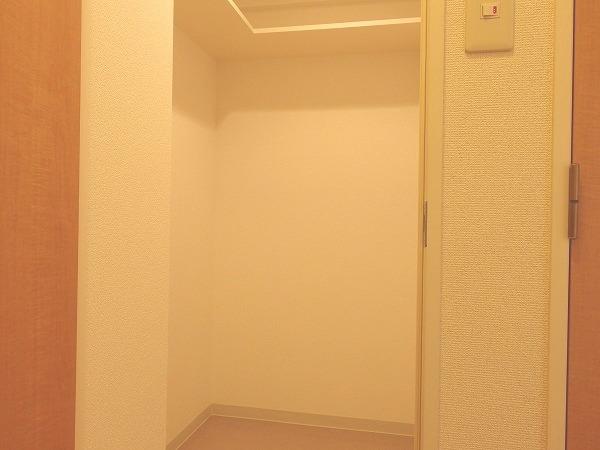 プレジール立川 205号室の収納