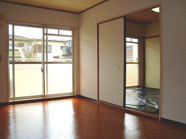 シャトーホソダA 302号室のリビング