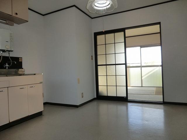 STハウス宗岡1号棟 201号室のリビング