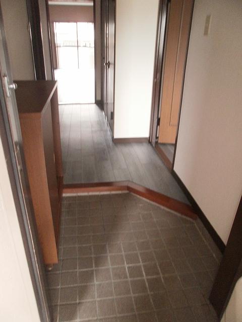 ビューラーあけぼの 102号室の玄関