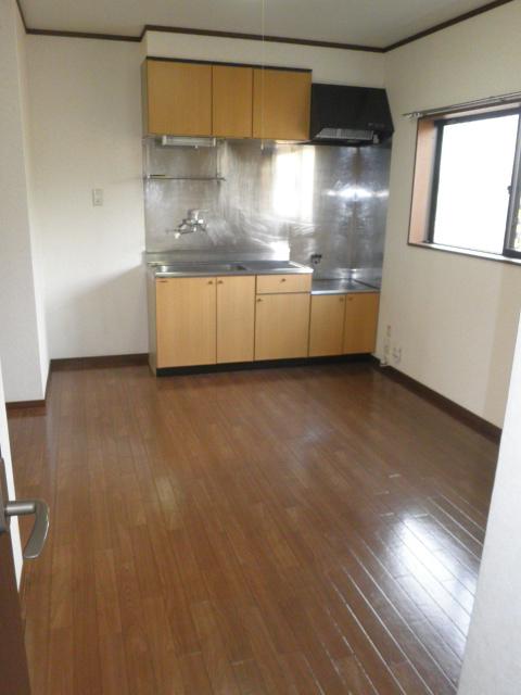 メゾンスターブルB 101号室のキッチン