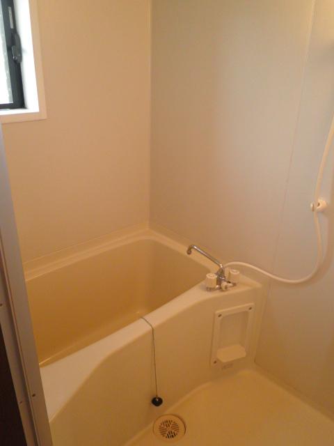 メゾンスターブルB 101号室の風呂