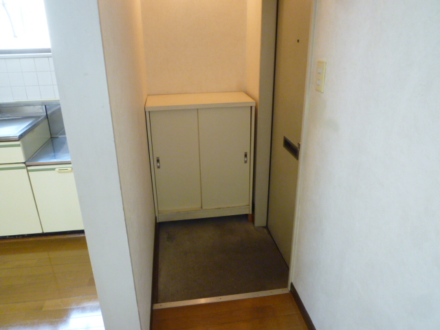 和田コーポ 201号室の玄関