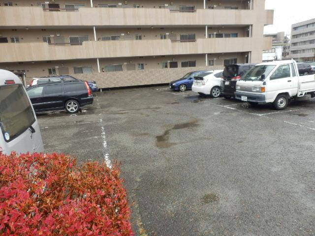セントラルハイツ 301号室の駐車場