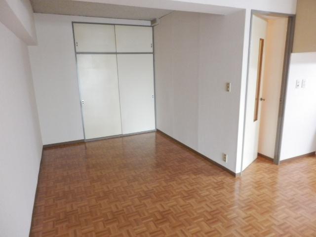 セントラルハイツ 301号室のリビング