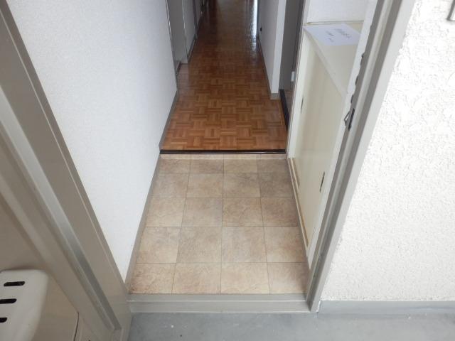 セントラルハイツ 404号室の玄関