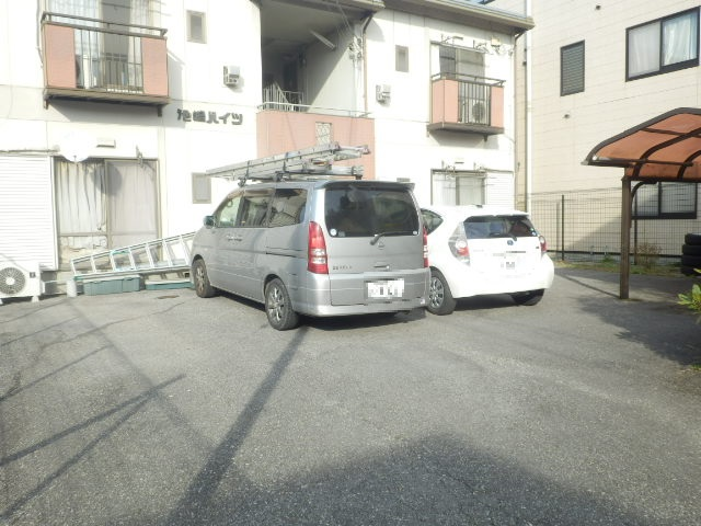 池嶋ハイツ 201号室の駐車場