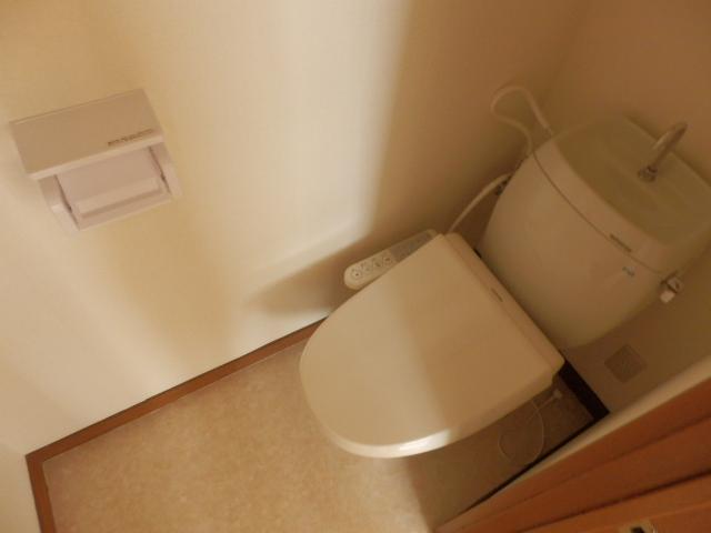 プラトー藤 101号室のトイレ