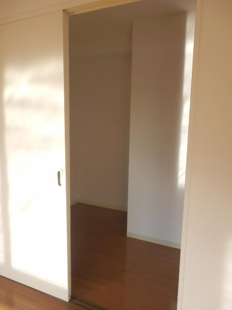 秋桜館・西原 102号室の収納