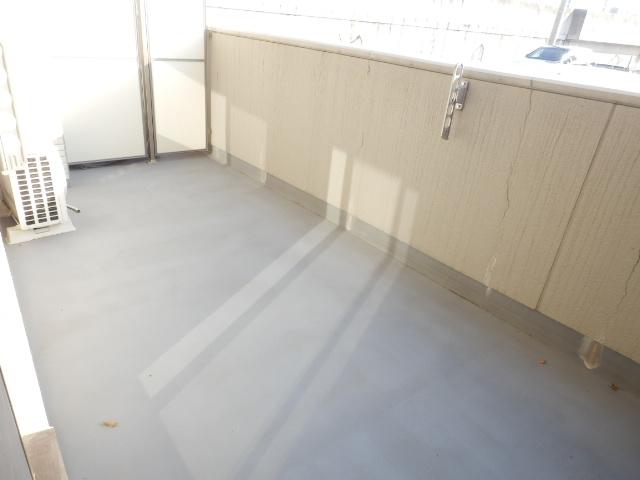 秋桜館・西原 102号室のバルコニー