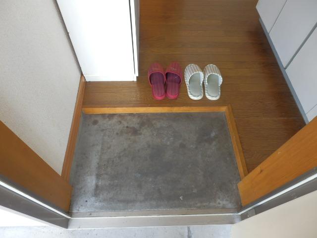 コーポM 205号室の玄関