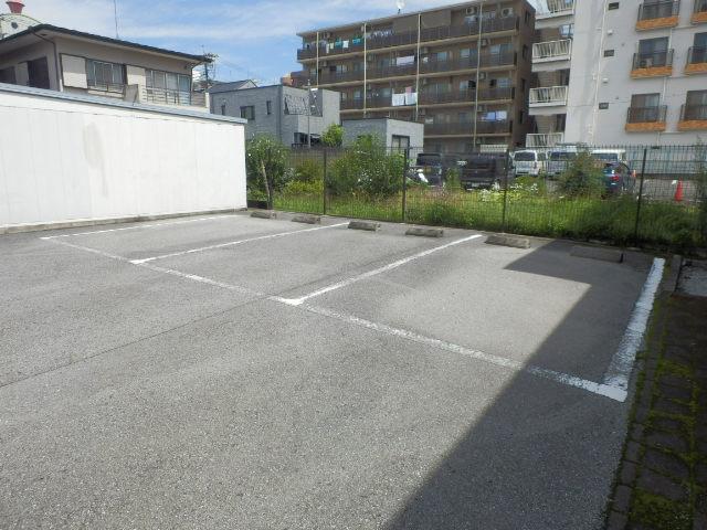 T.クレストA・Bハウス B202号室の駐車場