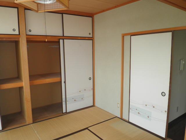 原第6マンション 205号室のリビング