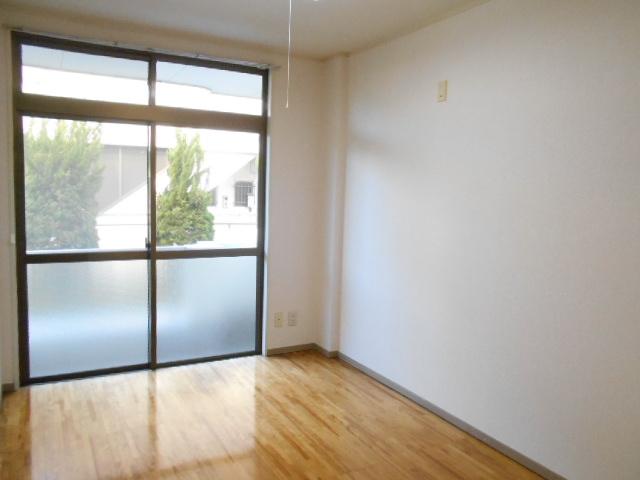 原第3マンション 107号室のリビング