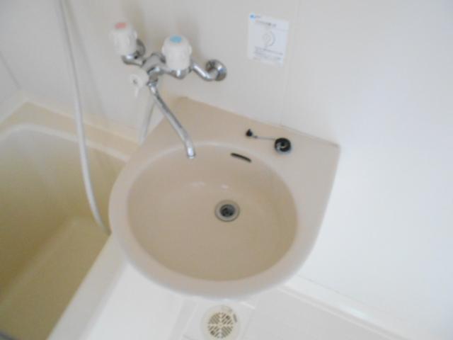 岡本ハイツ 103号室の洗面所
