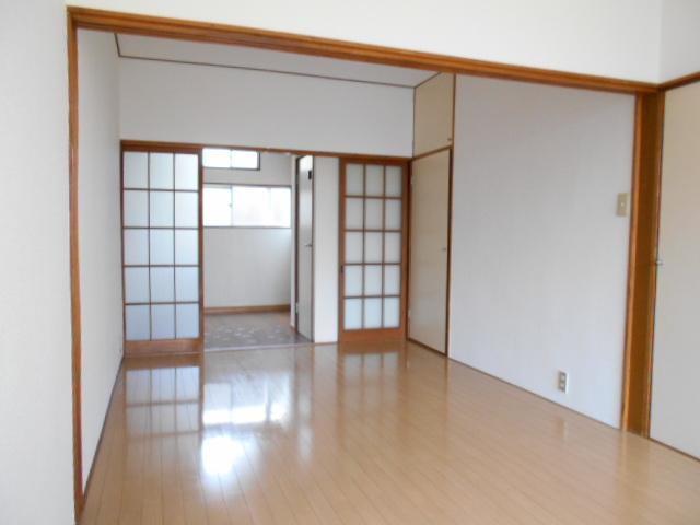岡本ハイツ 103号室のリビング