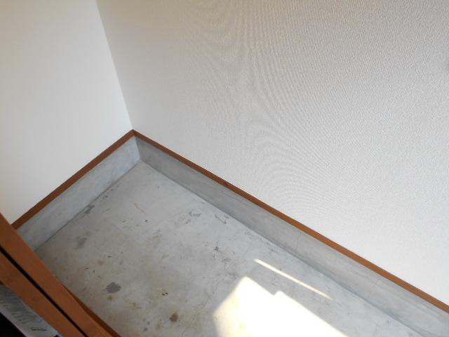 岡本ハイツ 103号室の玄関