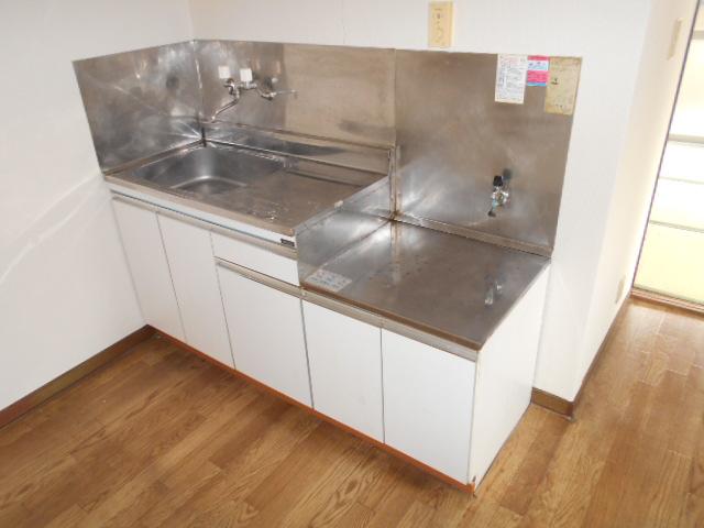 メゾン福嶋 2F号室のキッチン