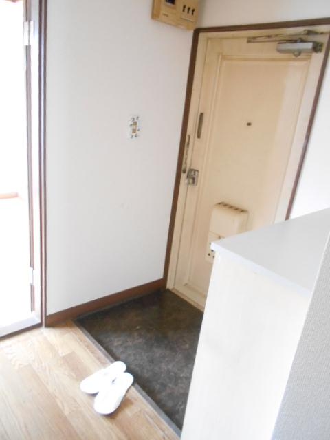メゾン福嶋 2F号室の玄関