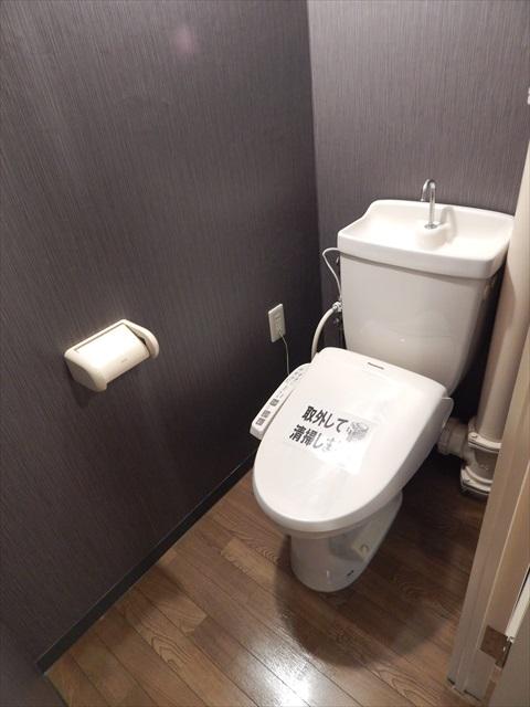 クレセント南春日部 401号室のトイレ