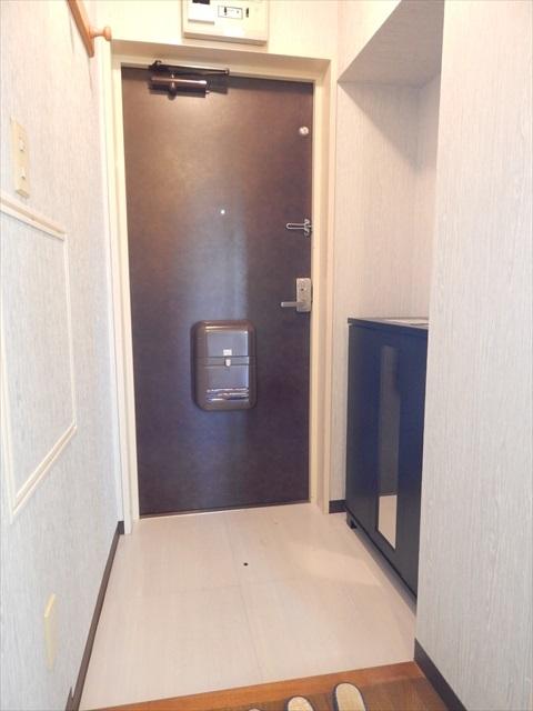 クレセント南春日部 401号室の玄関
