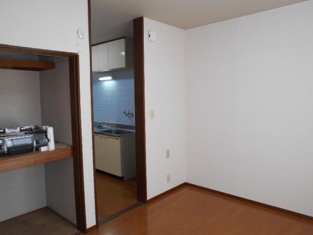 ロイヤルハイツ杉山 105号室の居室