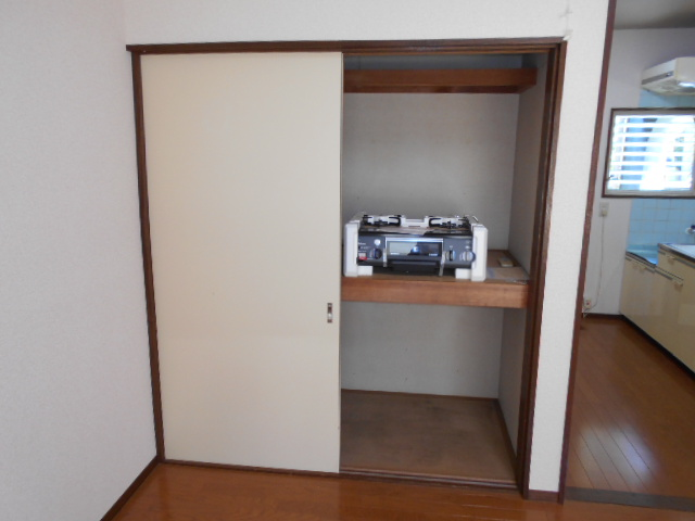 ロイヤルハイツ杉山 105号室の収納