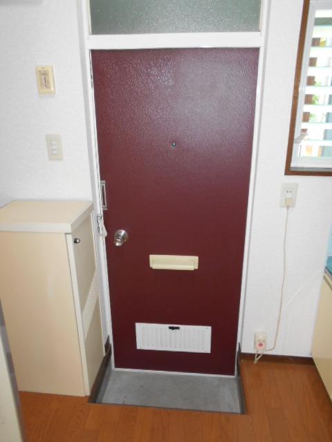 ロイヤルハイツ杉山 105号室の玄関