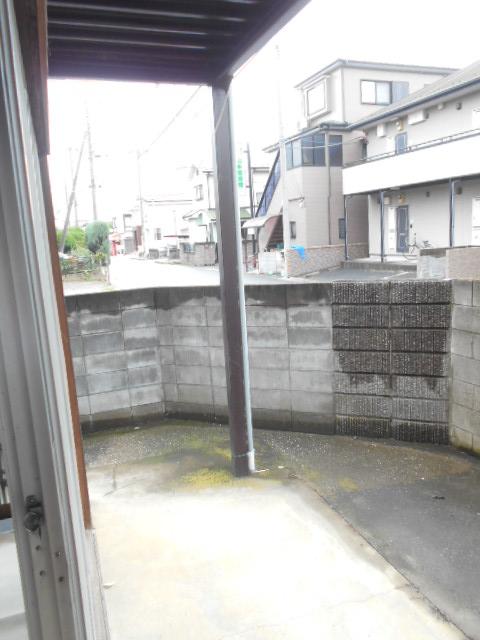 第2高橋アパ-ト 103号室の庭