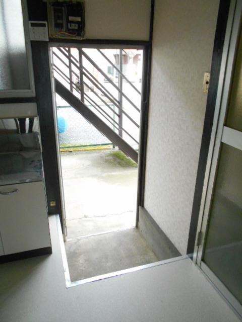第2高橋アパ-ト 103号室の玄関