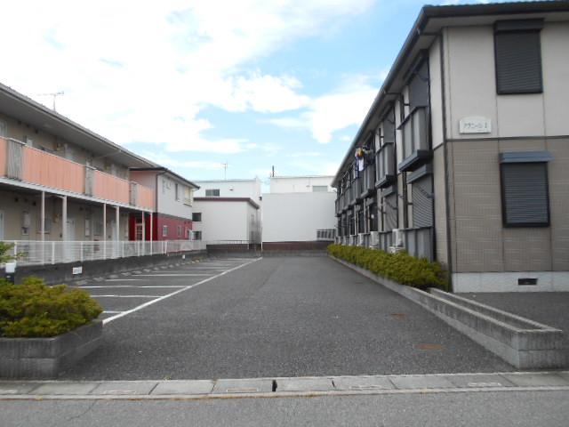 アヴニールⅠ 101号室の駐車場
