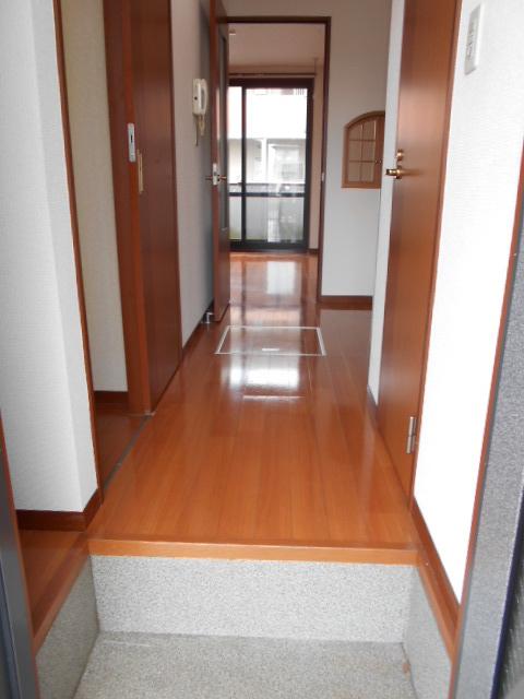 アヴニールⅠ 101号室の玄関