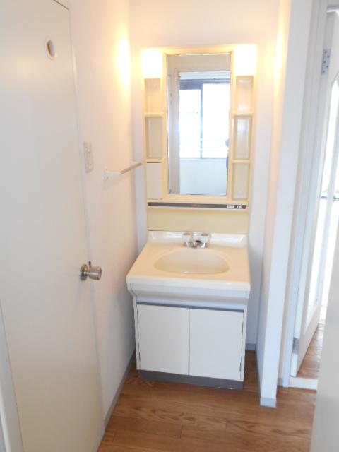 メゾンセピアC 201号室の洗面所