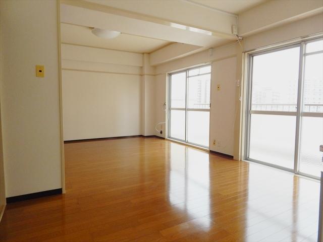 田口ビル 401号室のリビング