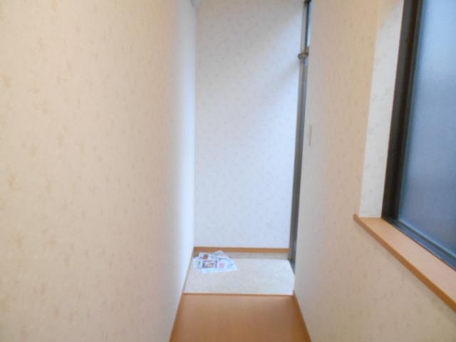ハイツラフォーレ 201号室の玄関