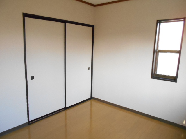 メゾン八木崎 101号室のリビング