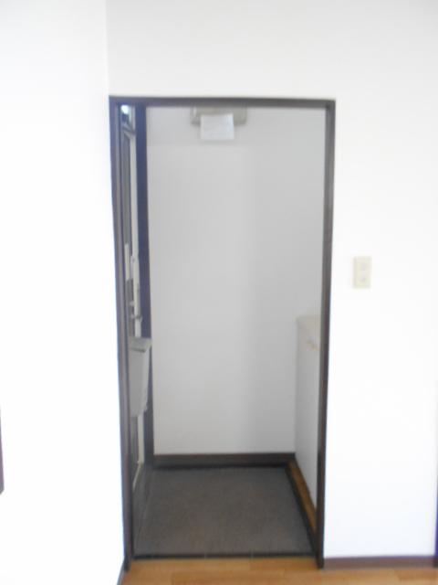 メゾン八木崎 101号室の玄関