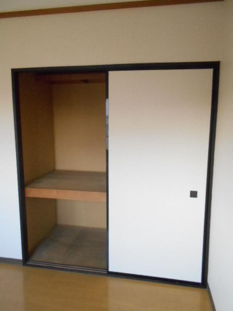 メゾン八木崎 101号室の収納