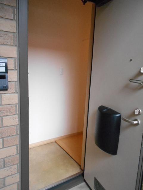 ディアコートA 102号室の玄関