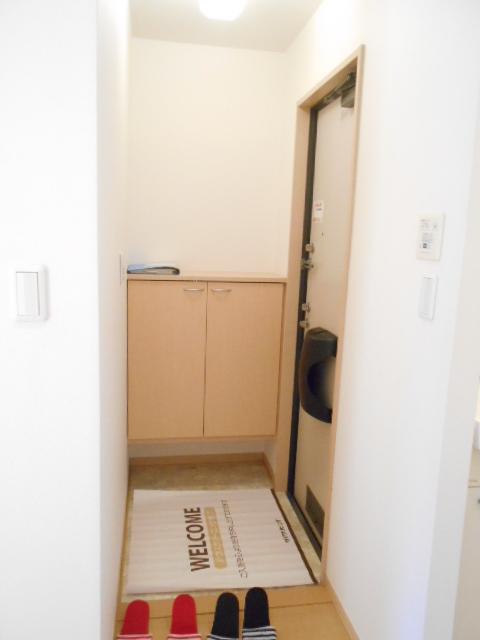 ディアコートB 201号室の玄関