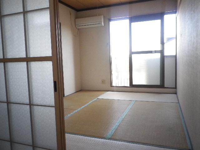 利根川住宅七番街 201号室のリビング