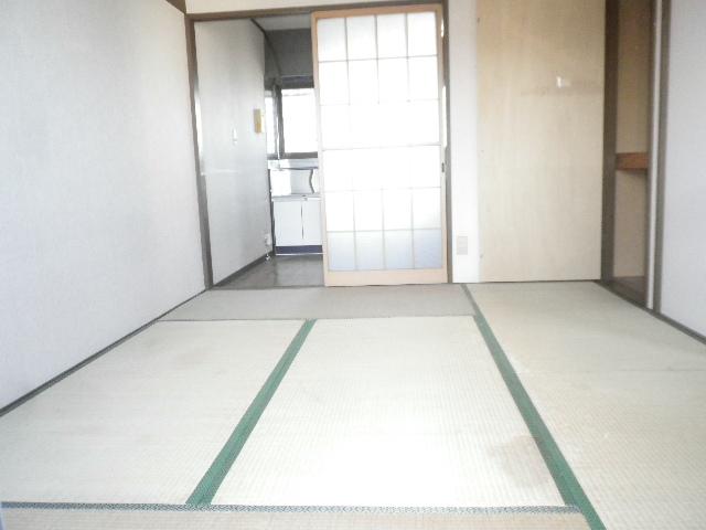 利根川住宅七番街 201号室の居室