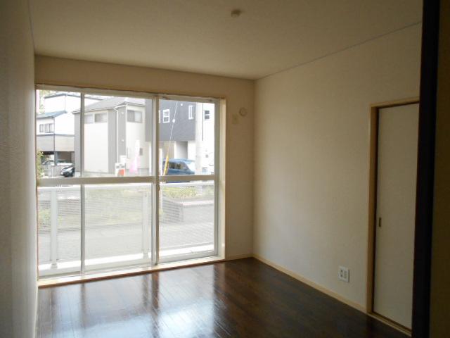 ヴィアーレヤマザキ A102号室の居室