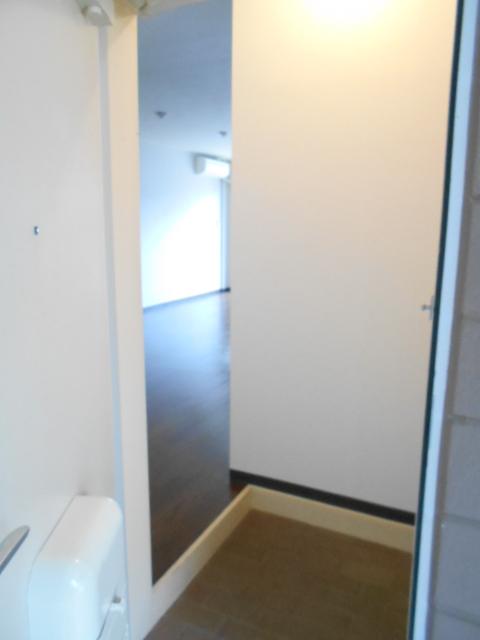 ヴィアーレヤマザキ A102号室の玄関