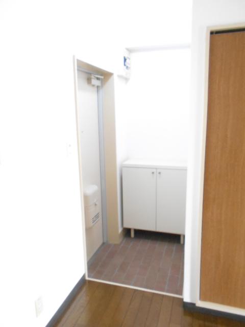 ヴィアーレヤマザキ A103号室の玄関