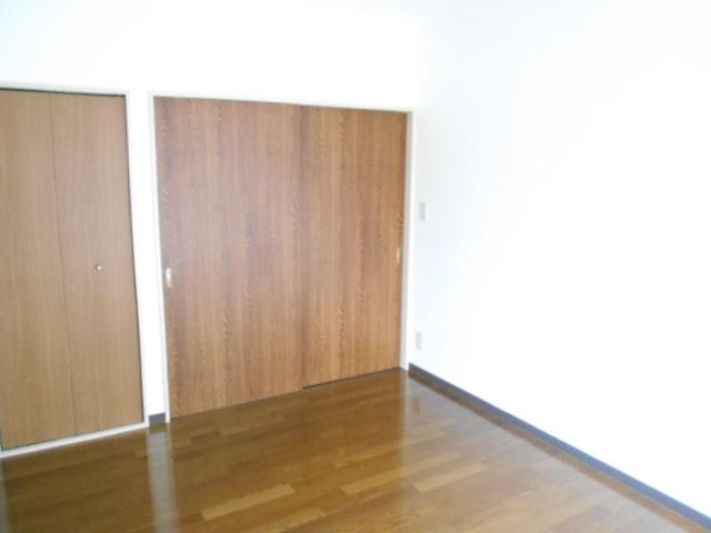 ヴィアーレヤマザキ A103号室のリビング