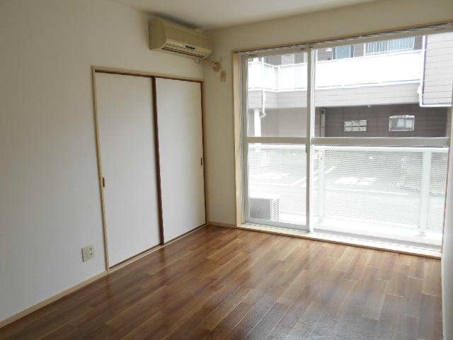 ヴィアーレヤマザキ A103号室の居室