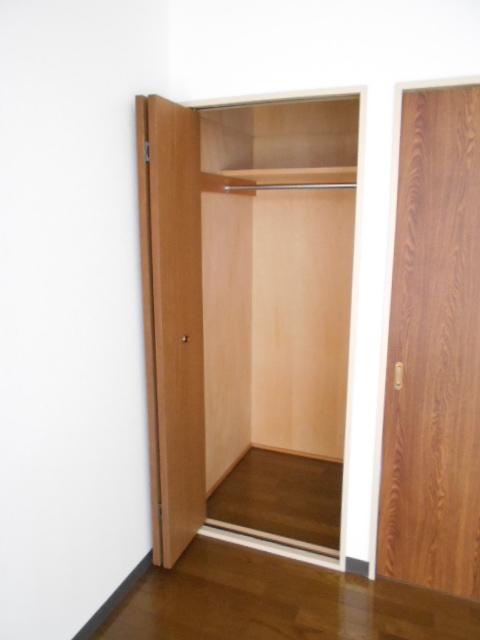 ヴィアーレヤマザキ A103号室の収納